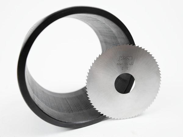 Slotted liner saws